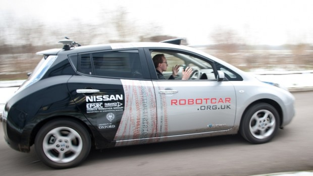 Self-Driving-Oxford-University-Nissan-LEAF-620x350 (1)