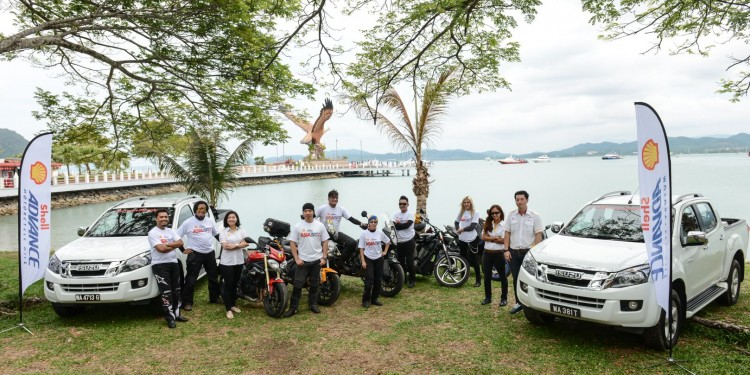 #Advance2Langkawi winners and the team from Shell Lubricants Malaysia posing with the famous eagle landmark in the background