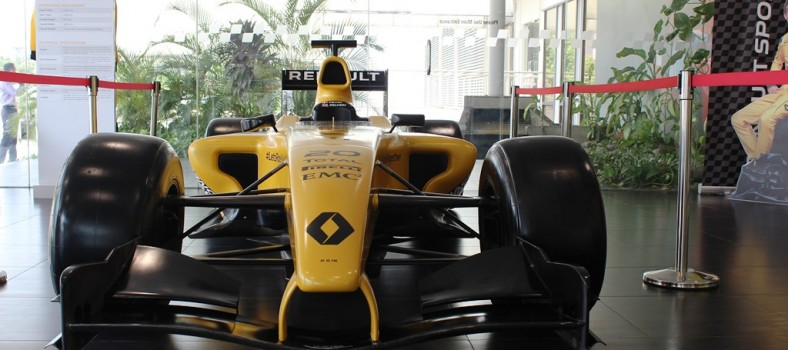 2016 Renault R.S. 16 Formula One model car_1