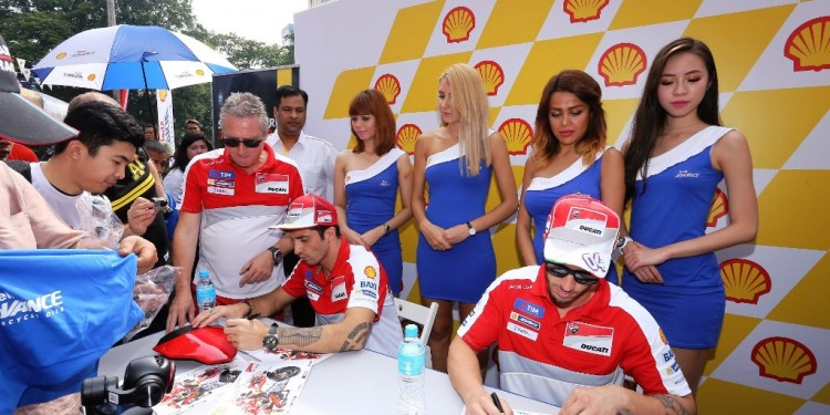 The Ducati riders signing autographs for fans_1