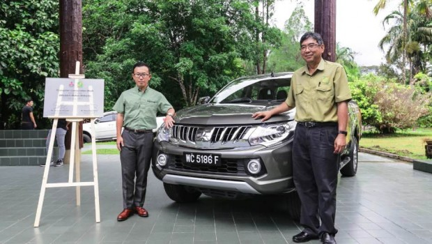 The-Mitsubishi-Triton-to-be-used-mainly-for-Orangutan-Conservation-Efforts-620x350
