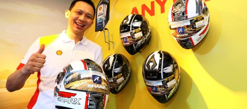 Shell Lubricants Mktg Mgr Alex Lim with one of the five limited edition ...