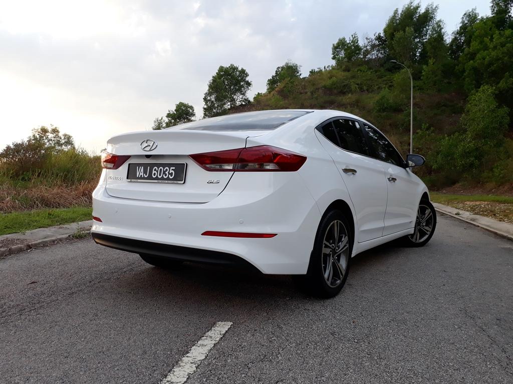 Hyundai Elantra review 24