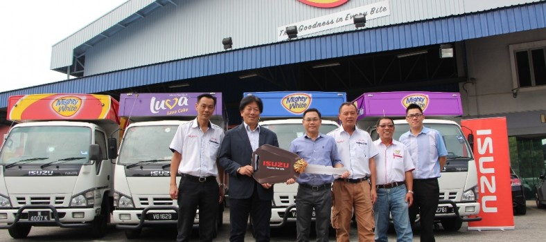 Photo - Isuzu's 100th Unit Delivery to Mighty Bakery 1