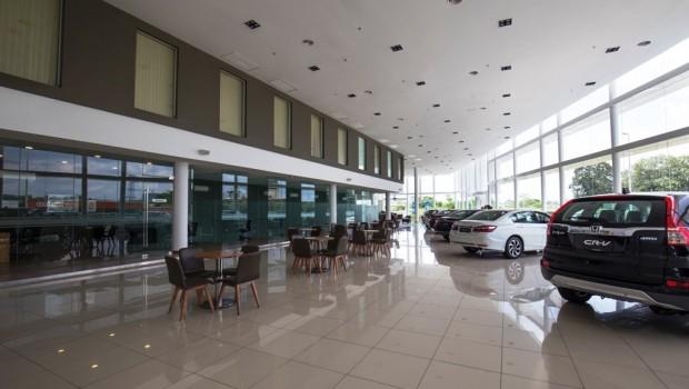 03-The-spacious-showroom-of-Kah-Motor-Honda-4S-Centre-in-Tebrau-620x350