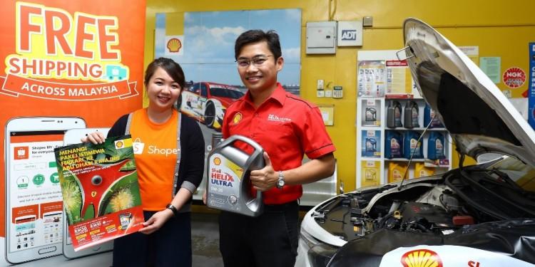 Shopee Mktg Lead Rachel Tan (L) and Shell Helix Brand Mngr Alvin Leo_3