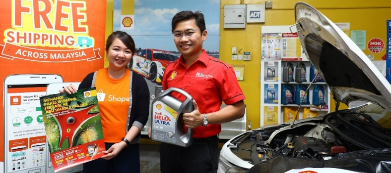 Shopee Mktg Lead Rachel Tan (L) and Shell Helix Brand Mngr Alvin Leo_3