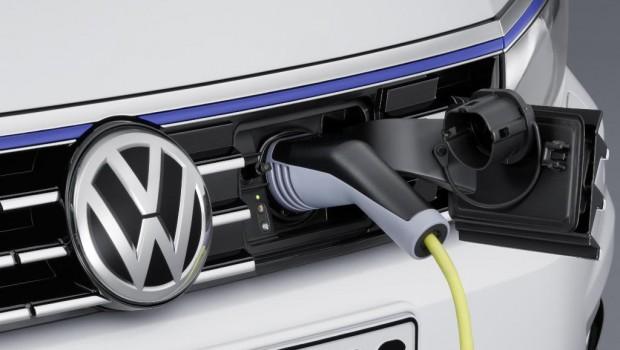 VW-Passat_GTE_09-620x350
