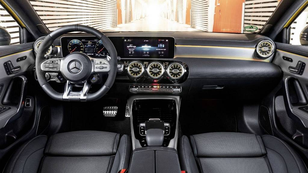 2019-mercedes-amg-a35-4matic (3)