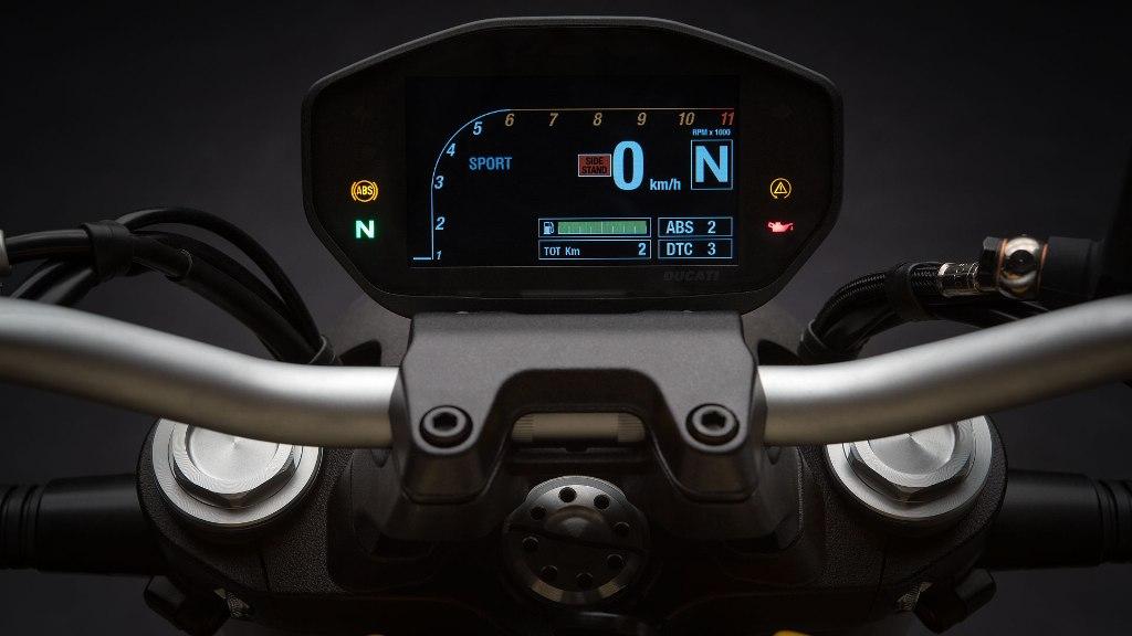 Ducati Monster 821 04