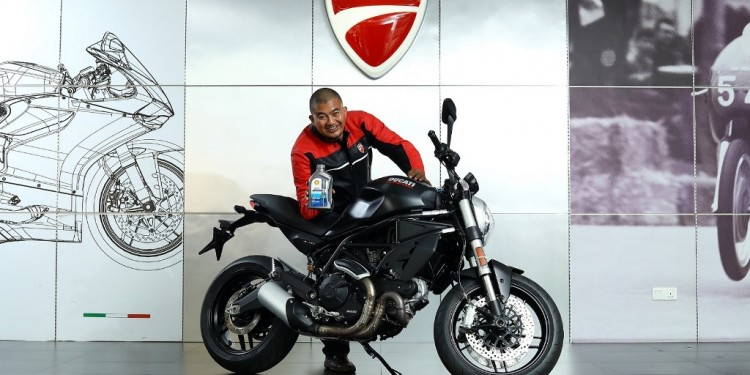 Khairil Anuar Abd Rasol with his Ducati Monster_2