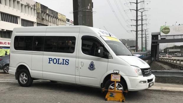 polica-van-clamped-620x350