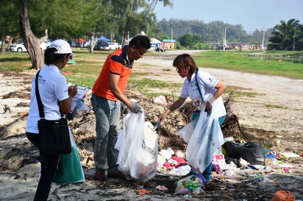 06 NNN Beach Clean Up