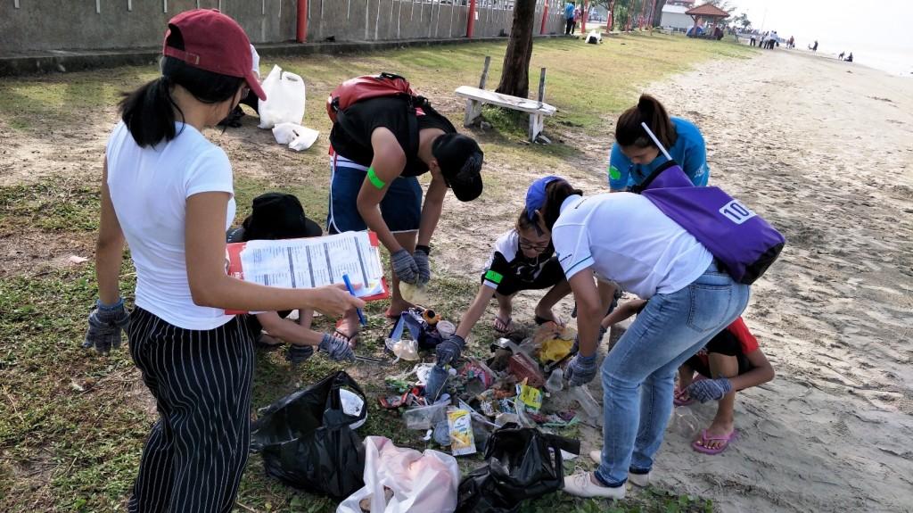 07 NNN Beach Clean Up