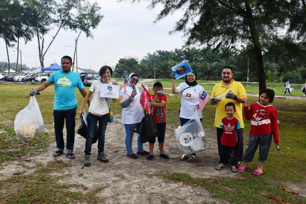 14 NNN Beach Clean Up
