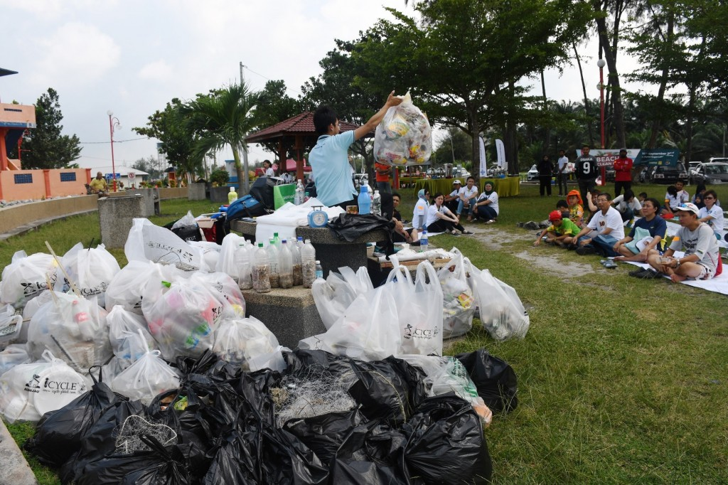 21 NNN Beach Clean Up_Interactive Sessions