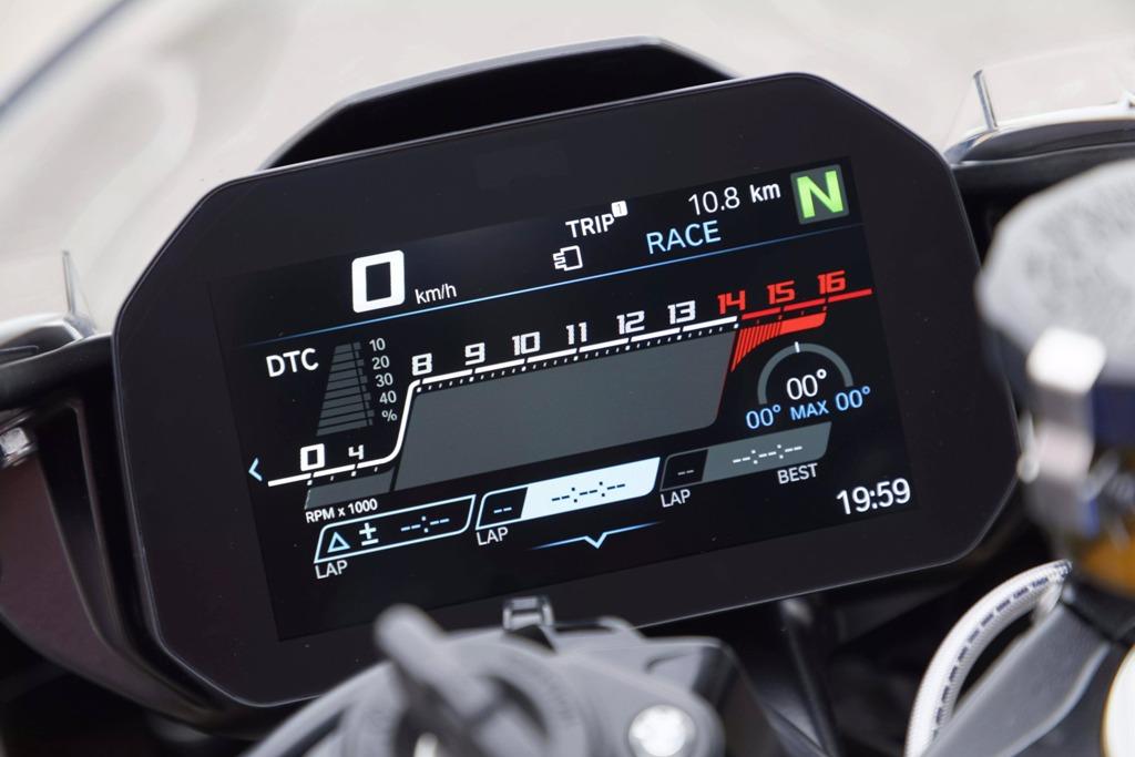 2019-BMW-S1000RR-57