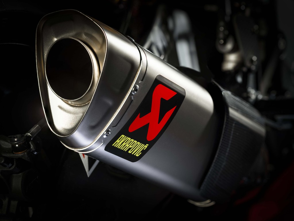 2019-Yamaha-YZF-R1-GYTR-09