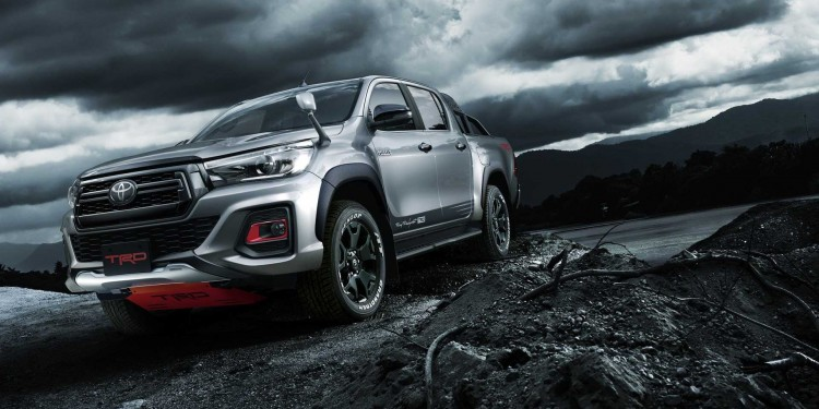 toyota-hilux-black-rally-edition-1