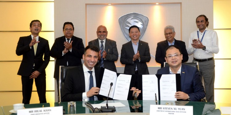 2018 signing ceremony. Signing between Mr Hilal Khan (CEO of Alhaj Group Pakistan) and Mr Steven Xu Yuan (Director of International Sales Division PROTON)