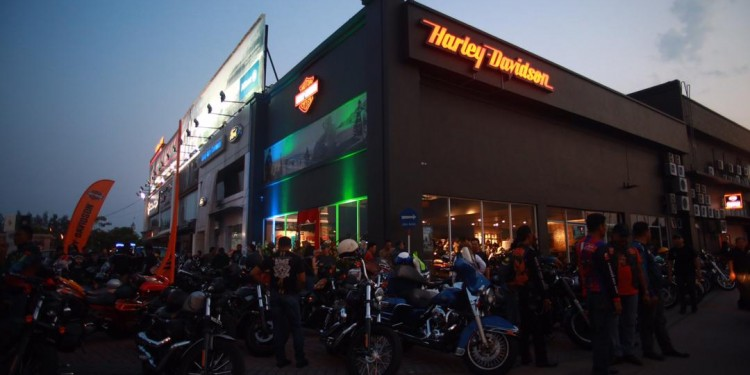 H-D Pg Opening 16