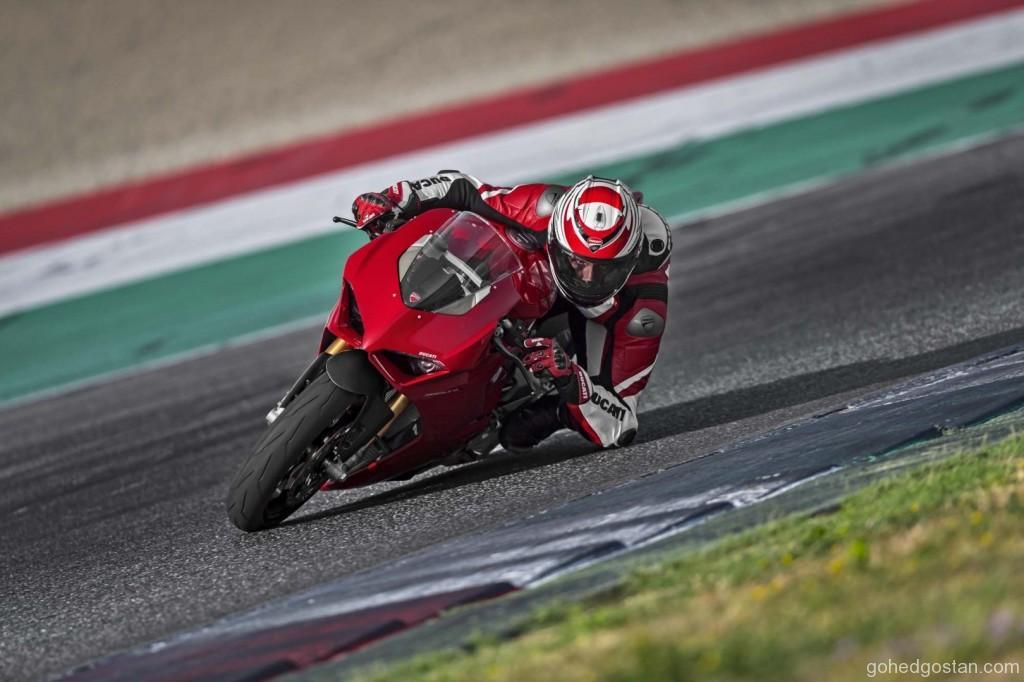 2018-Ducati-Panigale-V4-14