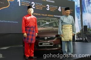 Dr. Li Chunrong, CEO of PROTON (left) and Dato' Radzaif Mohamed, DCEO of PROTON (right) copy