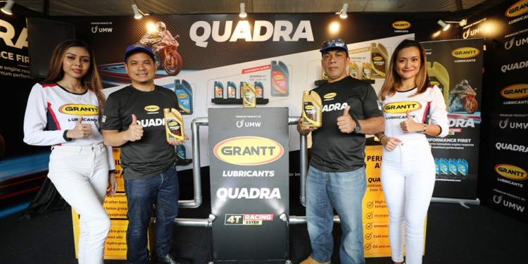 En Anas Nasrun Regional Head (left) and En Mohd Asri Jusoh (right) General Manager, Grantt Lubricants Launching the Grantt Quadra 4T Racing MCO