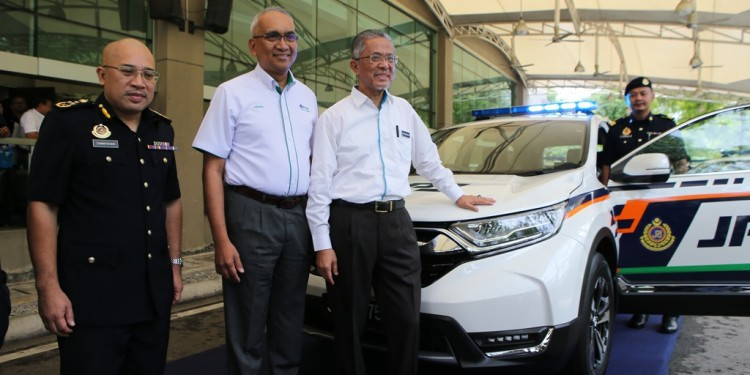 From left, Zamakhshari, Azman and Kamarudin posing with the Honda CRV that JPJ received from PLUS