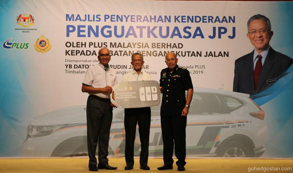 Handover of Mock Key  PLUS Managing Director, Datuk Azman Ismail, Deputy Minister of Transport, Dato' Haji Kamarudin Jaffar, Deputy Director General of RTD, Tu
