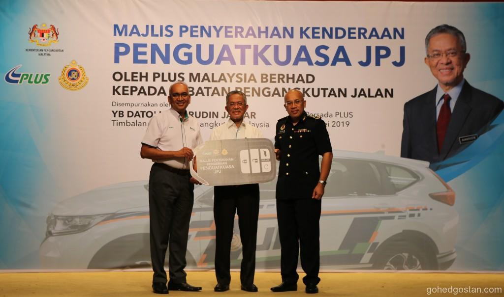 Handover of Mock Key  PLUS Managing Director, Datuk Azman Ismail, Deputy Minister of Transport, Dato' Haji Kamarudin Jaffar, Deputy Director General of RTD, Tu