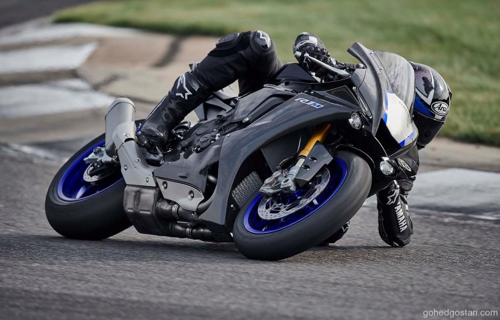 2020-Yamaha-YZF-R1M-19
