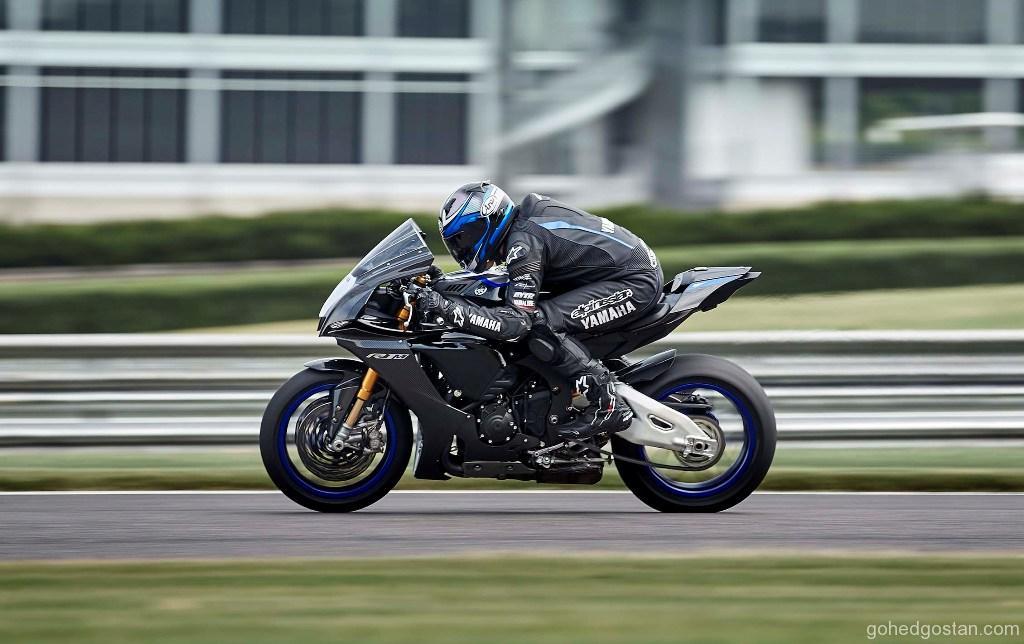 2020-Yamaha-YZF-R1M-55