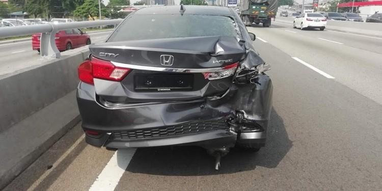 kemalangan moto kereta 1