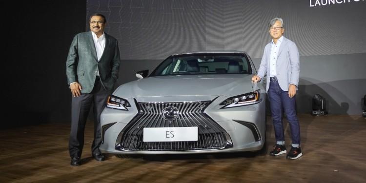 All-New Lexus ES_From Left� Mr.Ravindran K., President of Lexus Malaysia & Mr.Akio Takeyama, Deputy Chairman of Lexus Malaysia