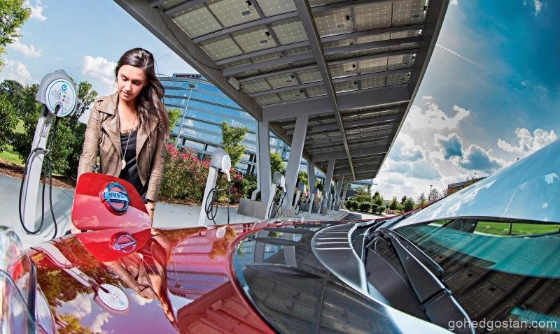 Singapore-Electrik-Cars-Girl-Charging-2