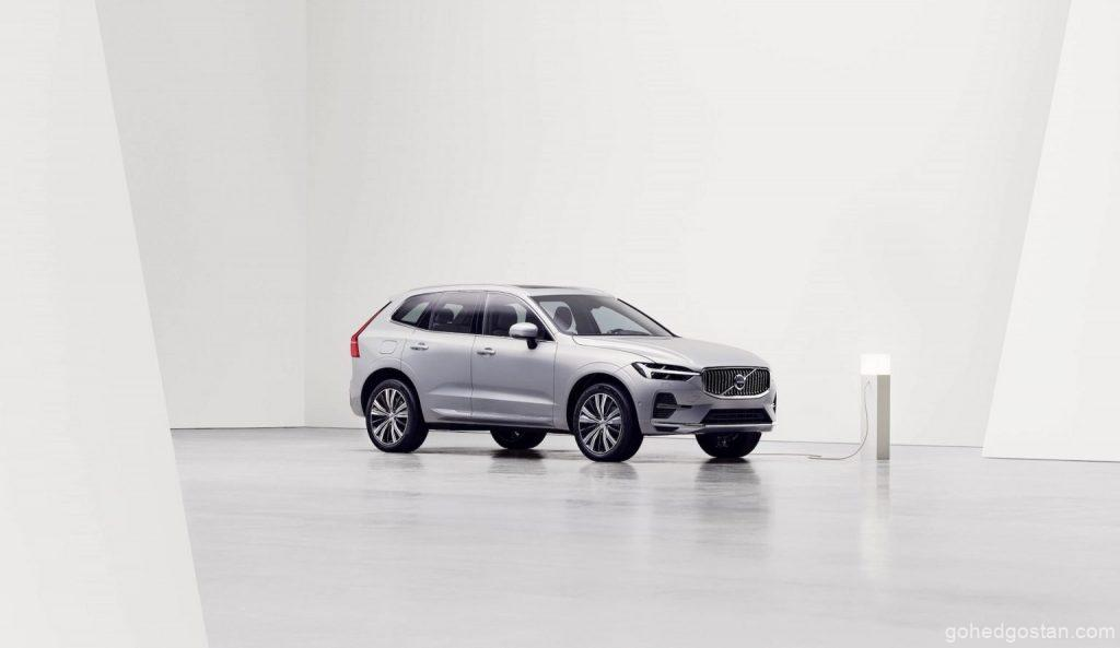 2022-Volvo-XC60-charging-front-right-3.0-