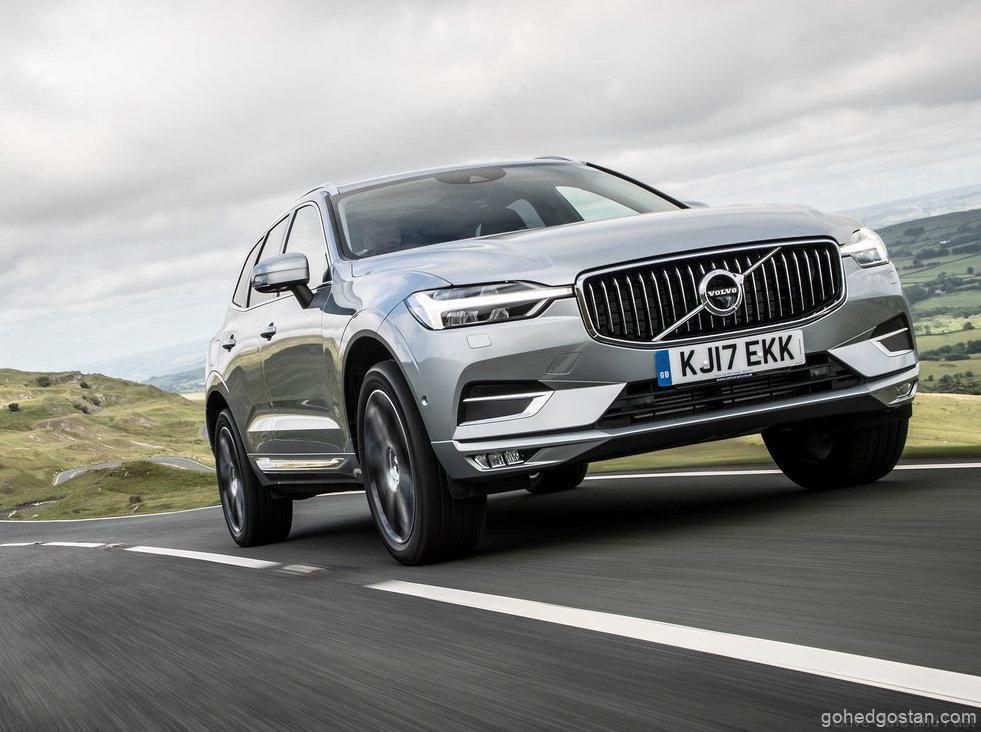 2022-Volvo-XC60-rolling-front-right-2.0-