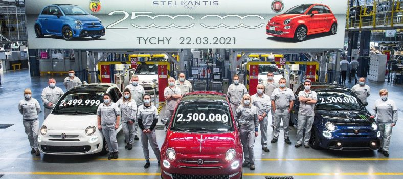 Fiat-500-factory-group-photo-1.0