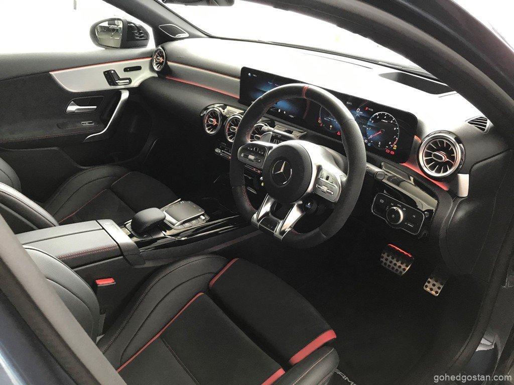 Mercedes-AMG-A-45-4MATIC-cockpit-3.0