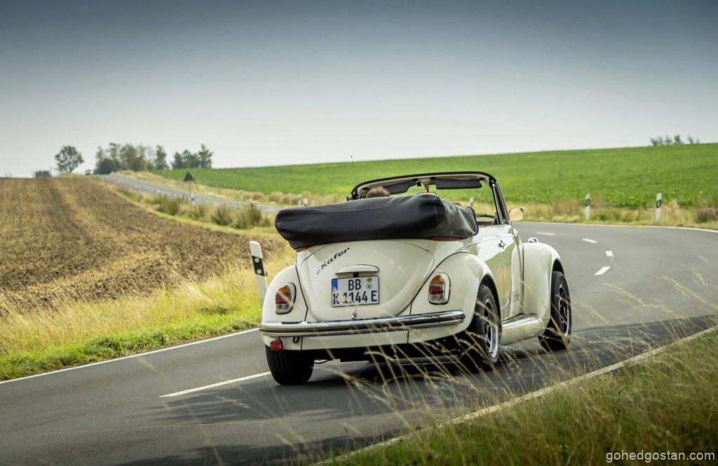 Volkswagen-e-Beetle-Cabriolet-Back-Right-Rolling-4.3