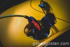 23-Ferrari-SF90-Spider-plug-charging