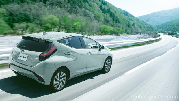2021-Toyota-Aqua-Toyota-Prius-C-back-right-1.0