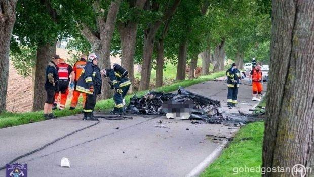 Porsche-911-smashed-to-pieces 1.0